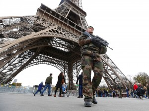 paris french military soldier patrol eiffel tower